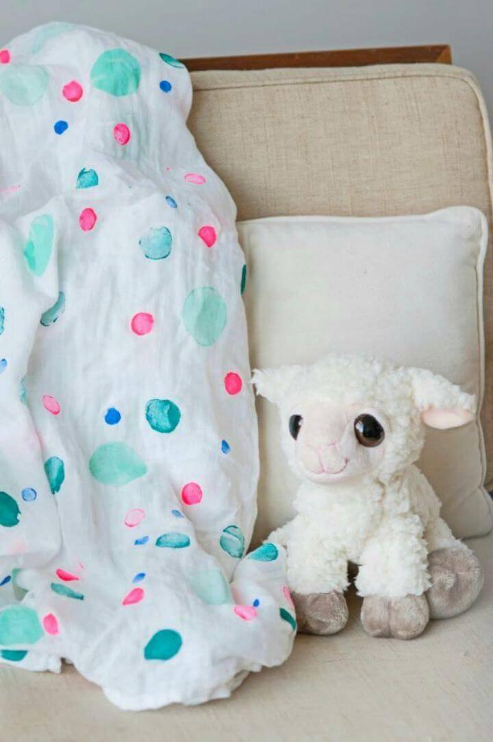 Super Easy DIY Polka Dot Swaddle Blanket
