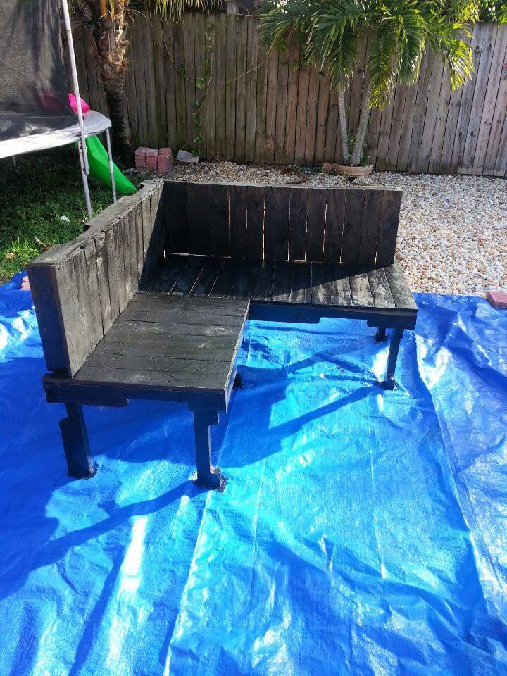 Budget friendly DIY Outdoor Pallet Furniture