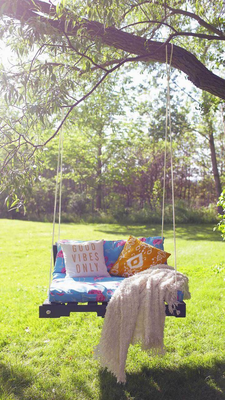Build Cushioned Tree Swing for a Sunny Day