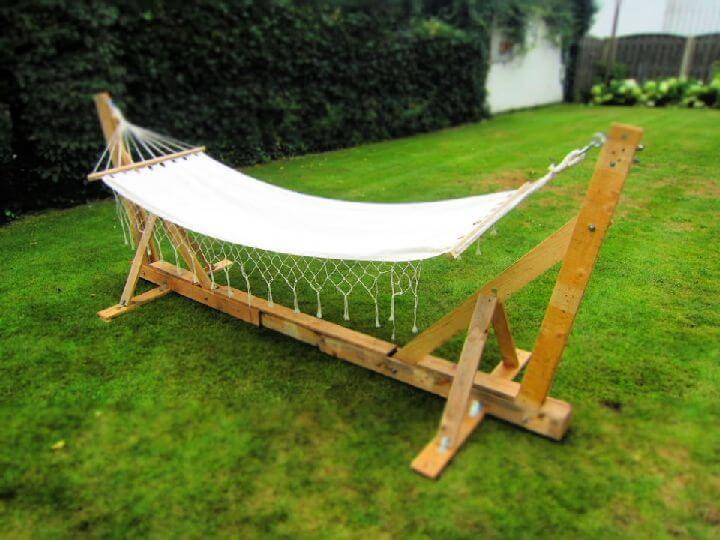 Build a Pallet Hammock Stand