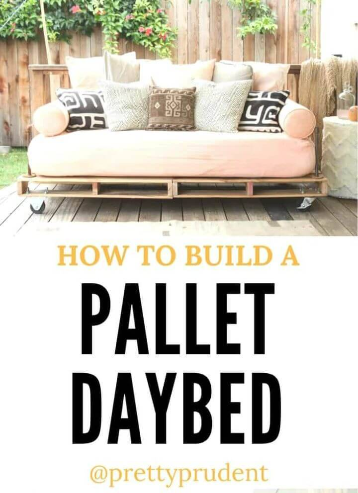Build a Pallet Patio Daybed
