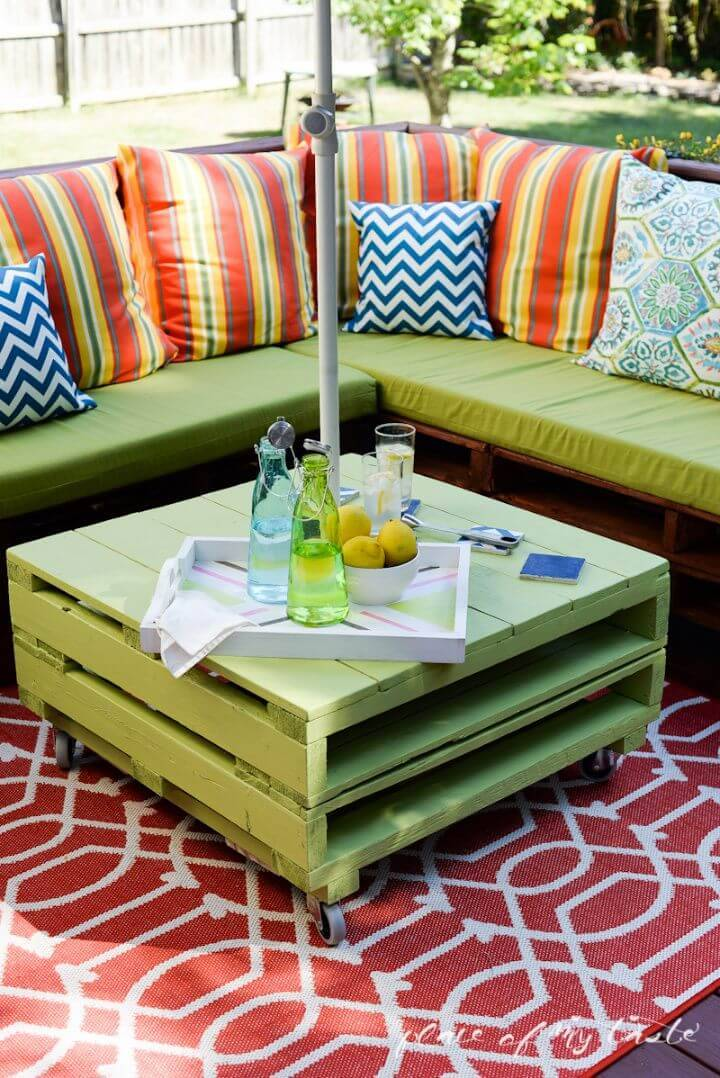 Build an Patio Pallet Furniture