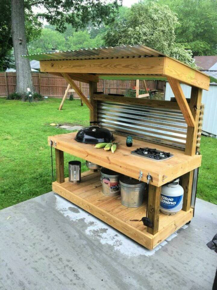 DIY Outdoor Kitchen with Pallets