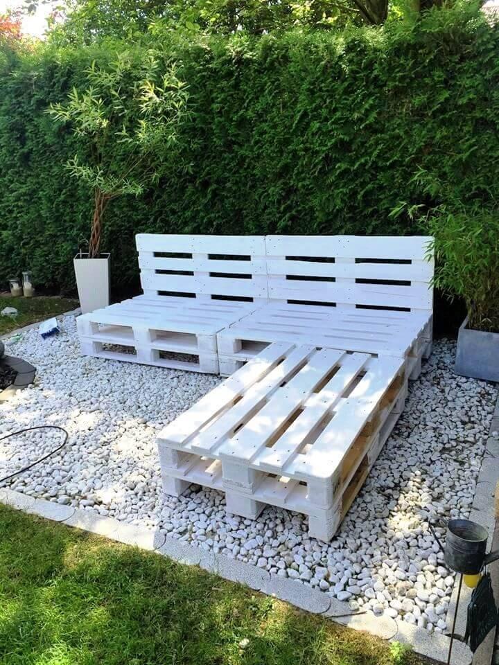 DIY Painted Pallet Garden Furniture
