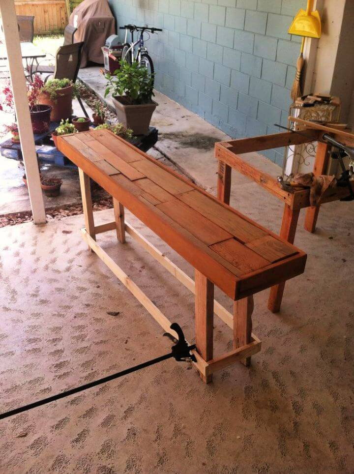 DIY Pallet Sofa Table