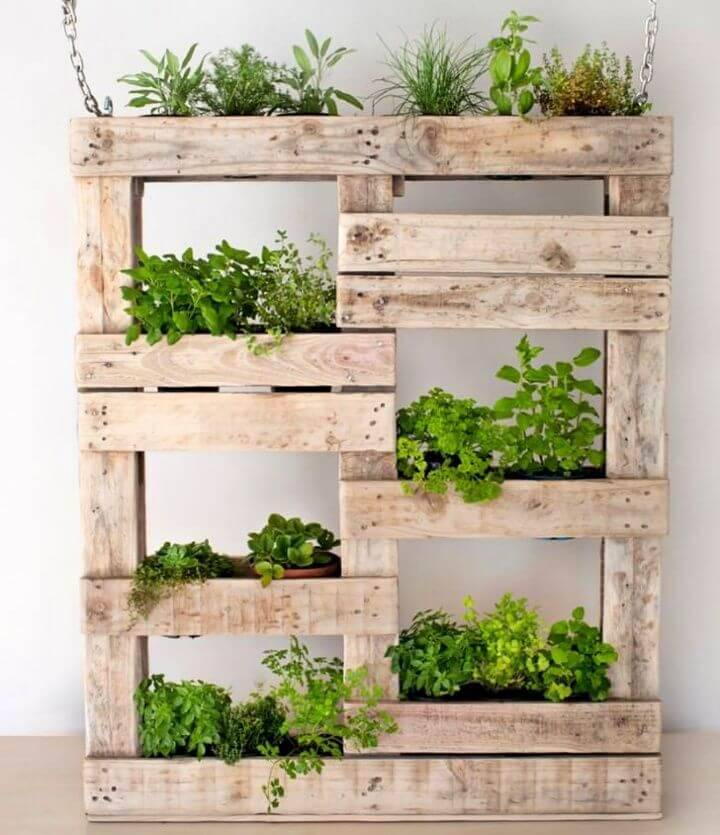 Easy DIY Pallet Planter