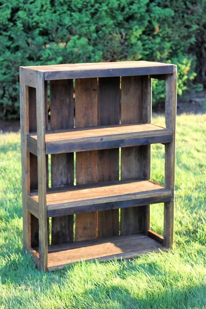 Easy and Simple DIY Pallet Bookshelf
