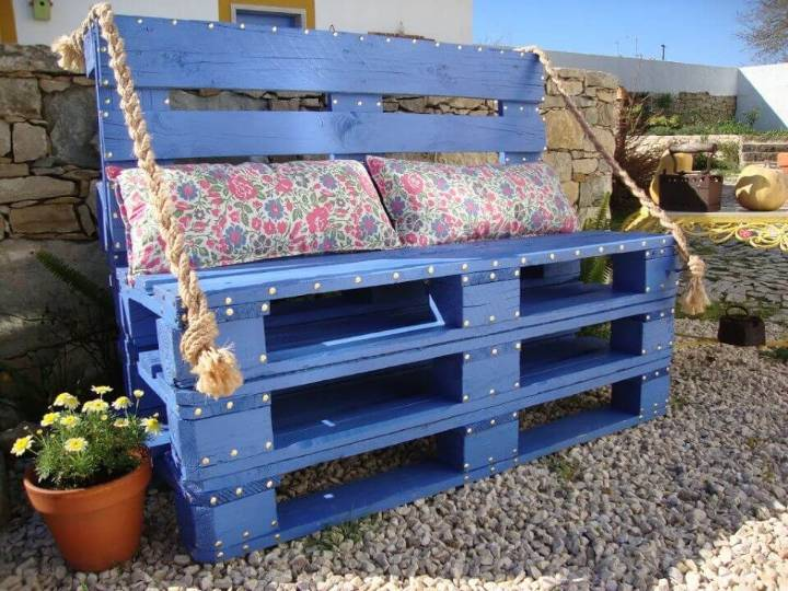 How to Build a Pallet Bench for Patio