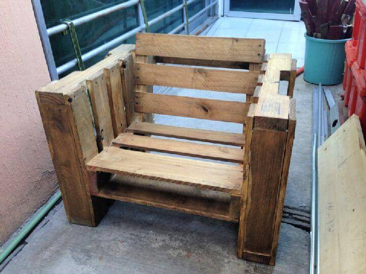 How to Build a Pallet Chair