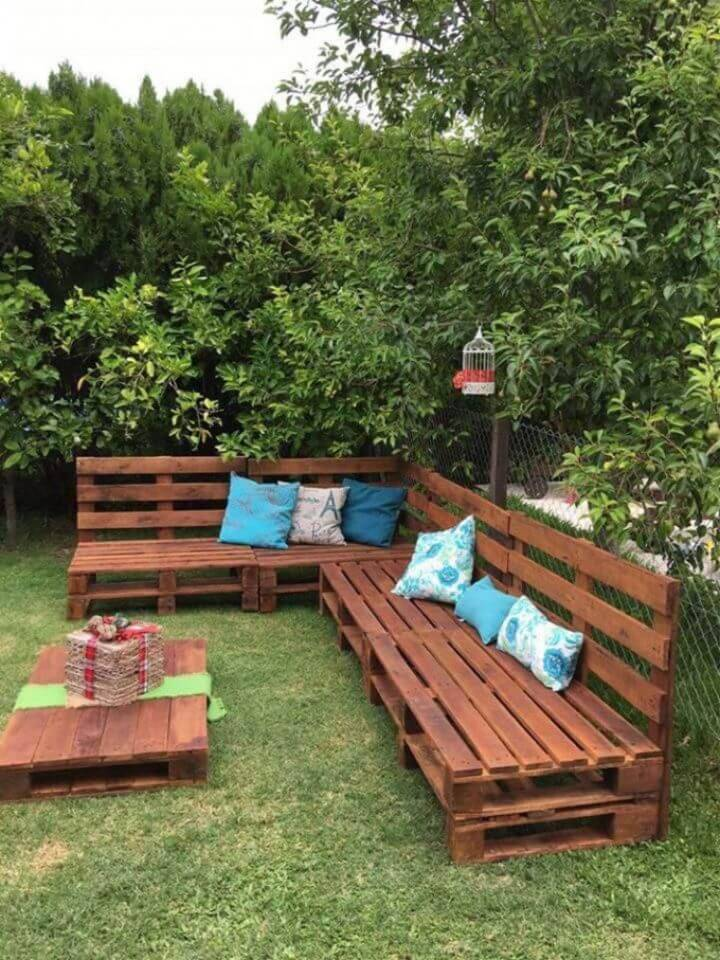 How to Make Outdoor Pallet Sofa