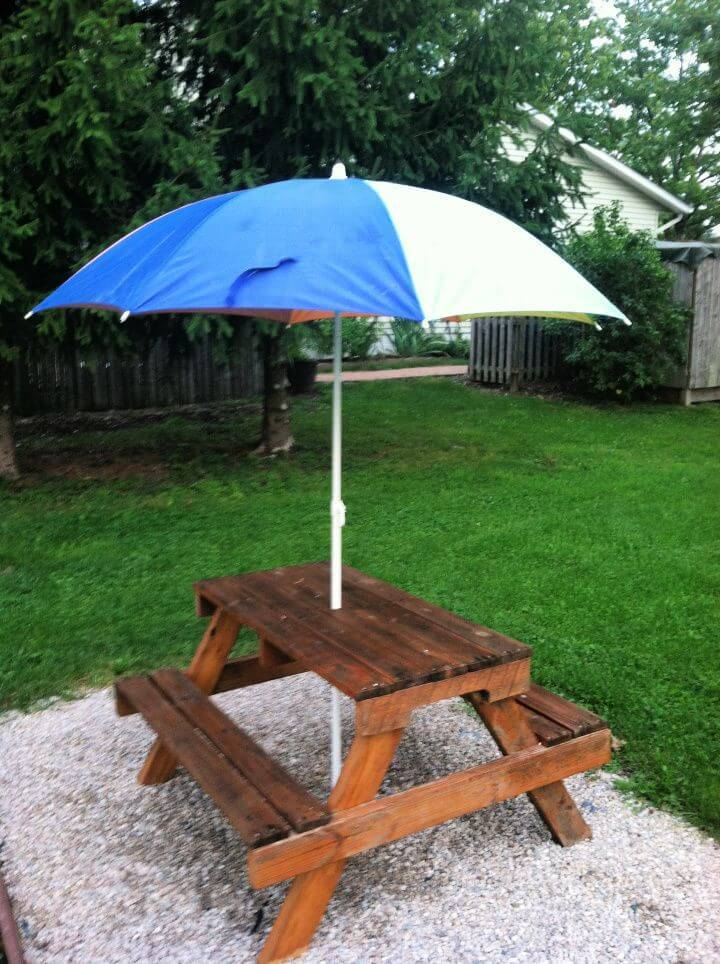 Make Kids Picnic Table From Pallet Wood