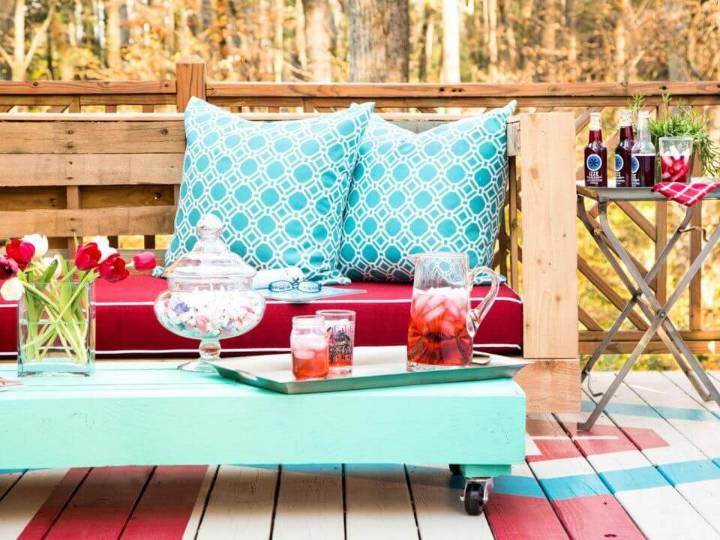 Make Stylish Patio Pallet Seating