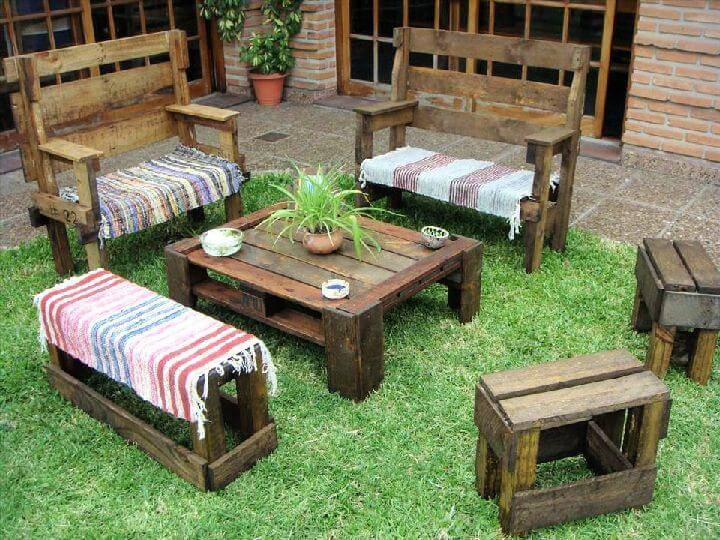 Make Wooden Pallet Deck with Chairs