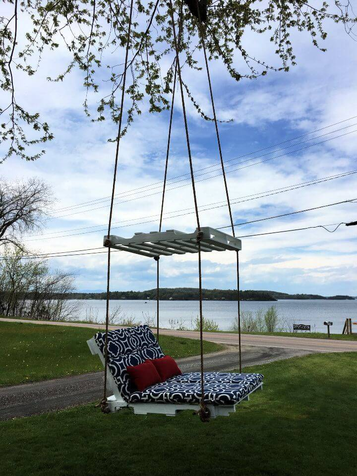 Make a Pallet Lounge Tree Swing