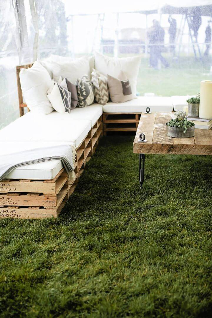 Outdoor Pallet Furniture Idea with Plush Pillows