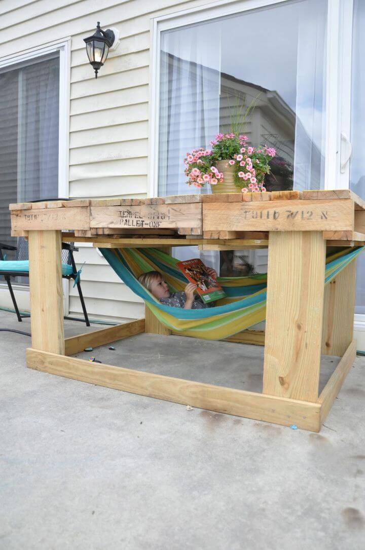 Patio Pallet Table With Hammock