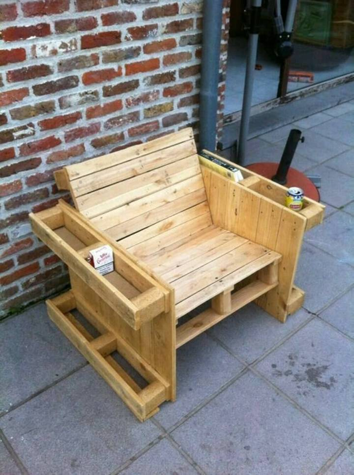 Pallet Chair with Storage Box