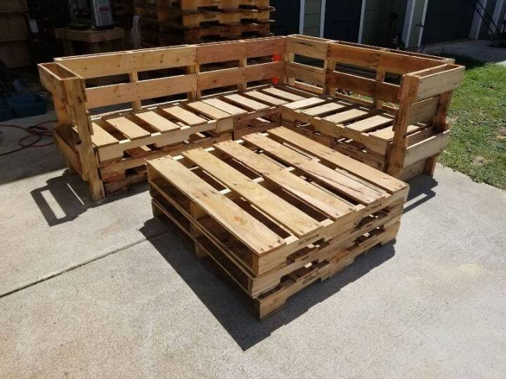 Pallet Wood Outdoor Sofa and Coffee Table