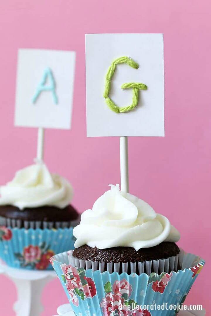 Pretty DIY Yarn Monogram Cupcake Toppers