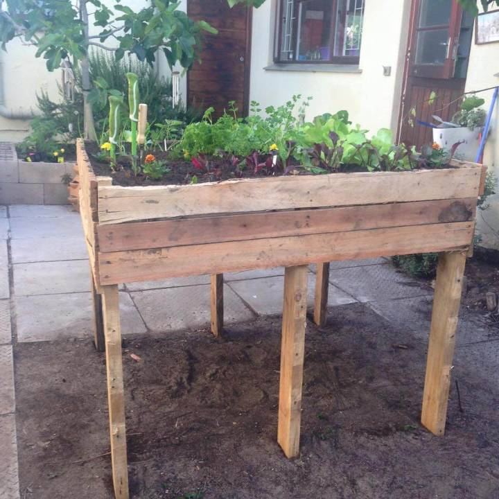 How To Make A Pallet Garden Bed ⋆ Diy Crafts