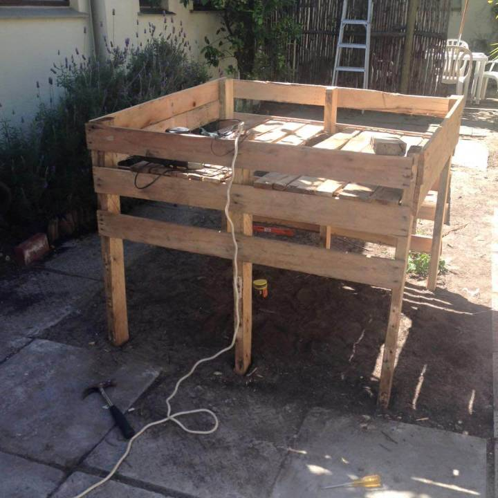 wooden pallet raised garden bed