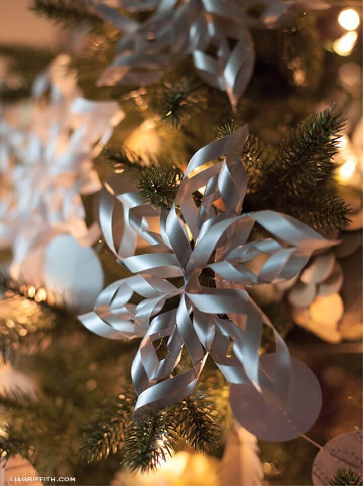 DIY 3 D Paper Snowflakes