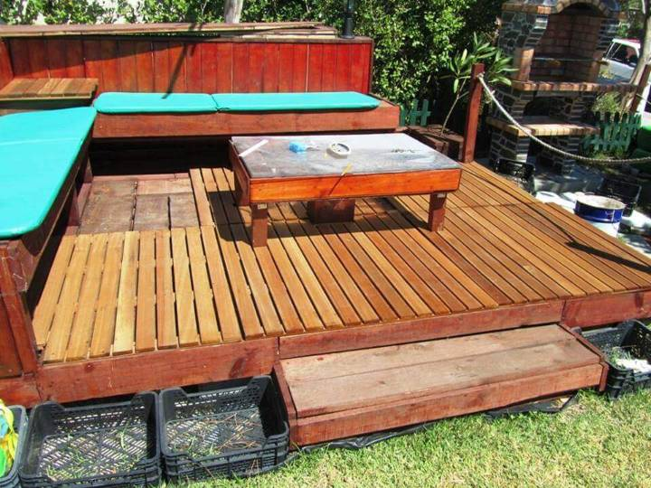 diy pallet backyard deck with attached seats
