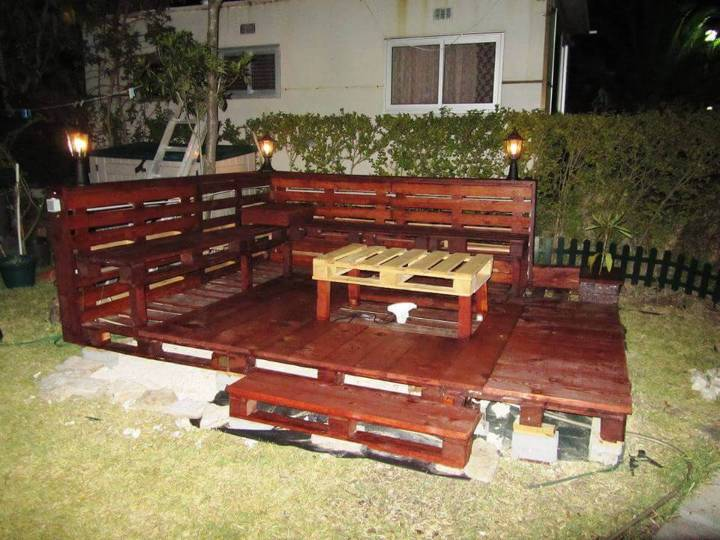 pallet backyard deck with lights