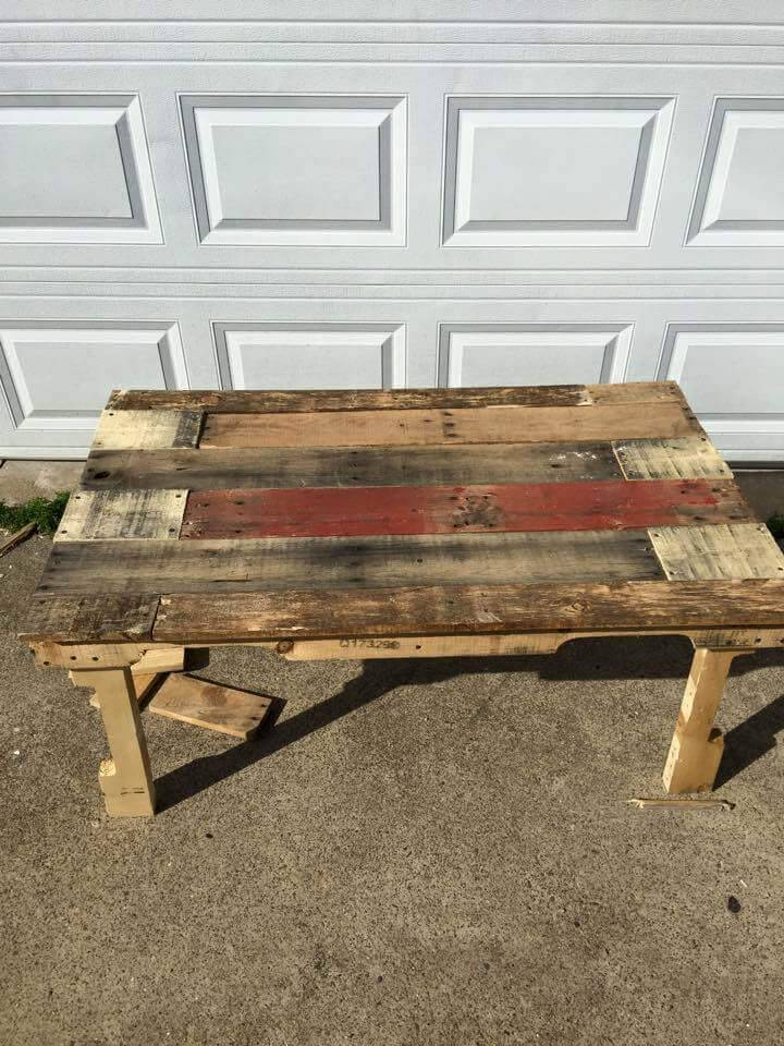 ultra rustic pallet patio coffee table
