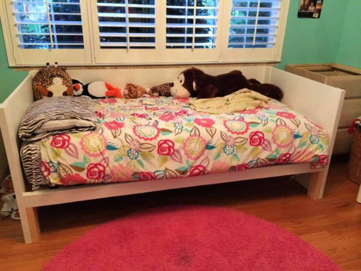 Adorable DIY Plywood Daybed