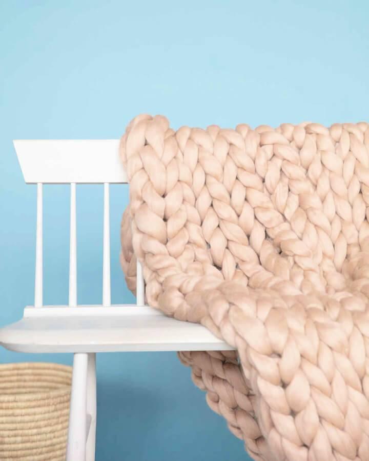 Arm knit Bulky style Yarn Blanket