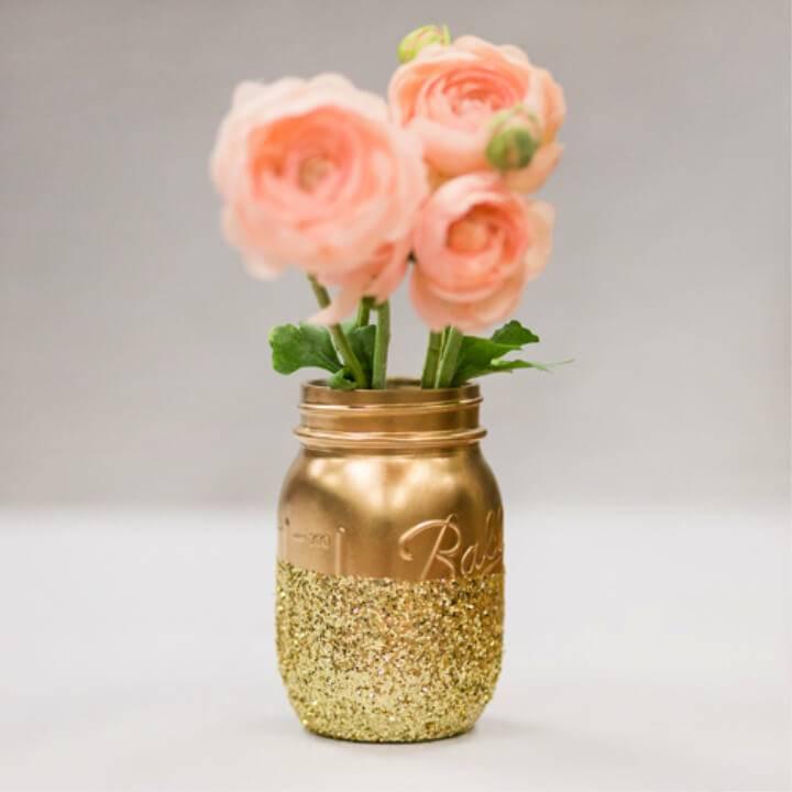 Awesome DIY Glitter Mason Jar Centerpieces