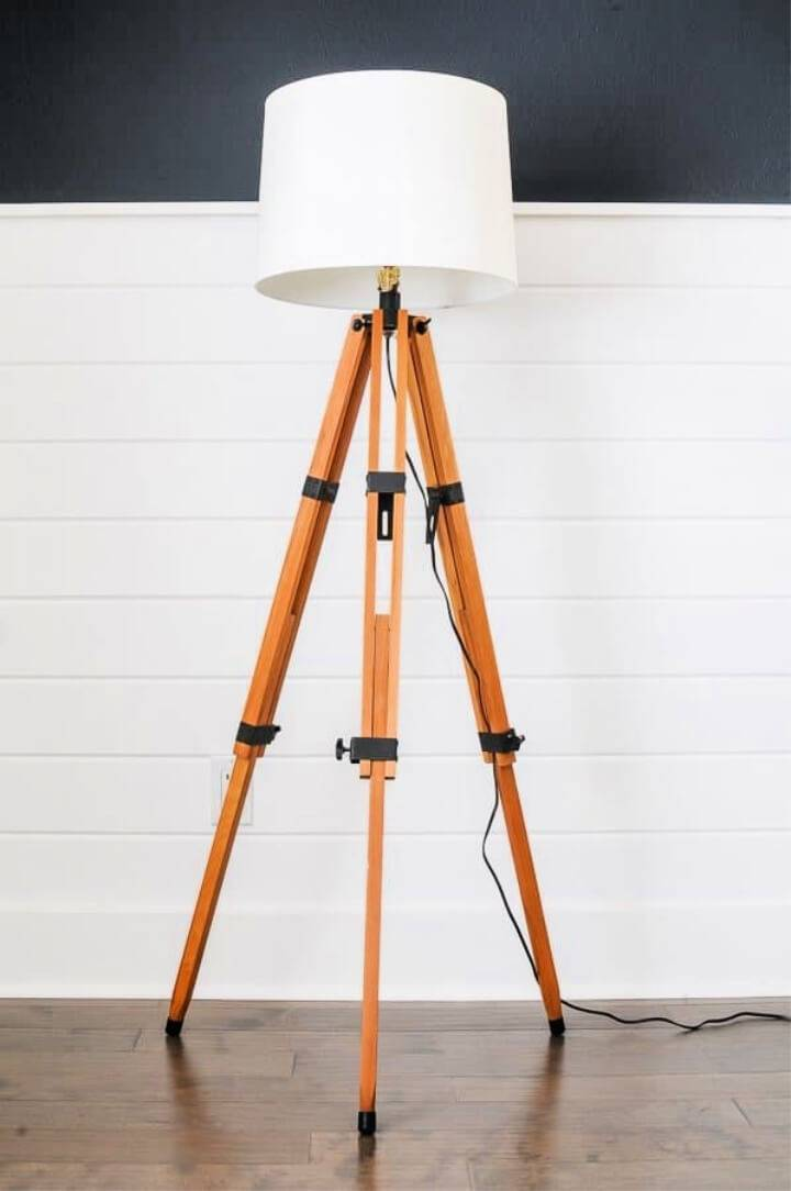 DIY Floor Lamp out of a Tripod