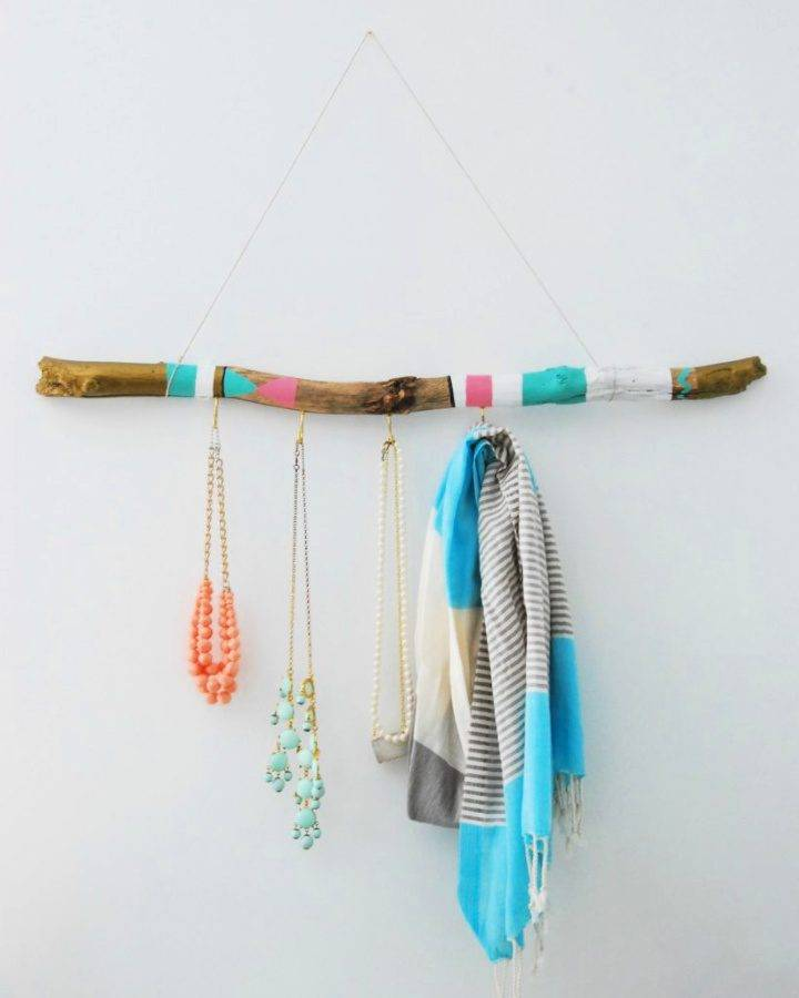 DIY Jewelry Hanger Using Driftwood