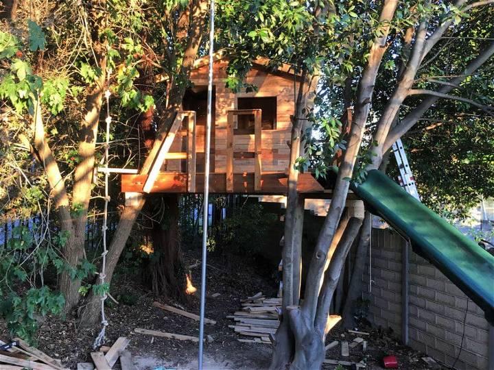 DIY Pallet Tree House