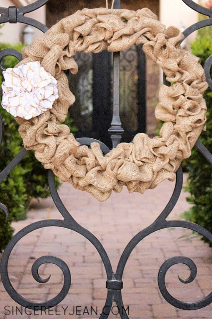 How to DIY Burlap Wreath