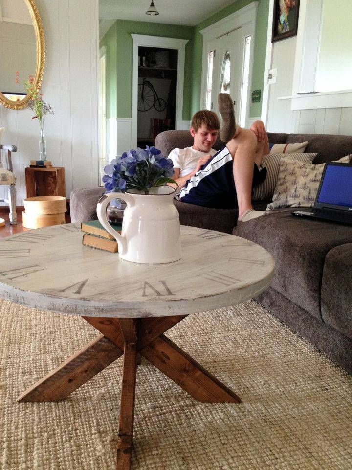 Easy to Make Round Coffee Table