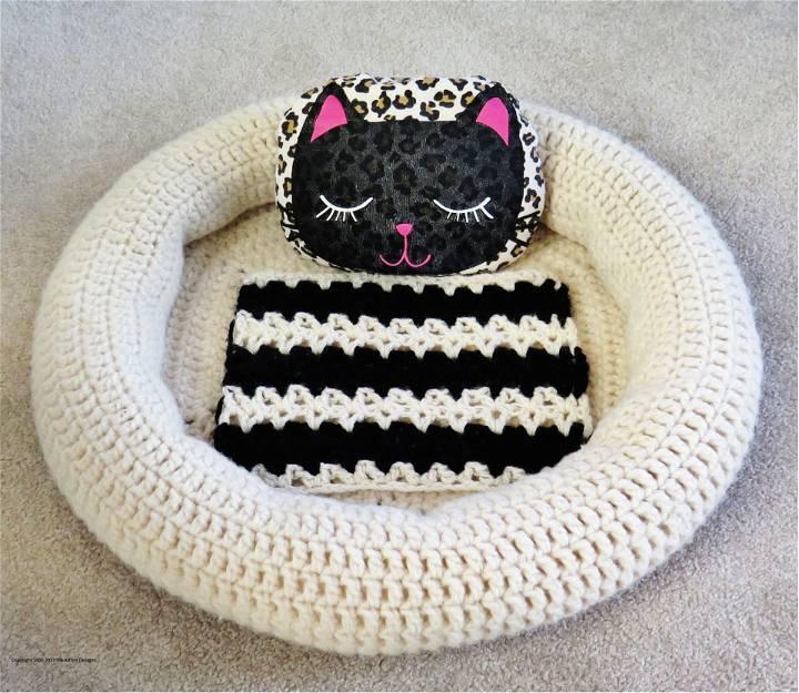 Crochet Fluffy Dreams Pet Bed