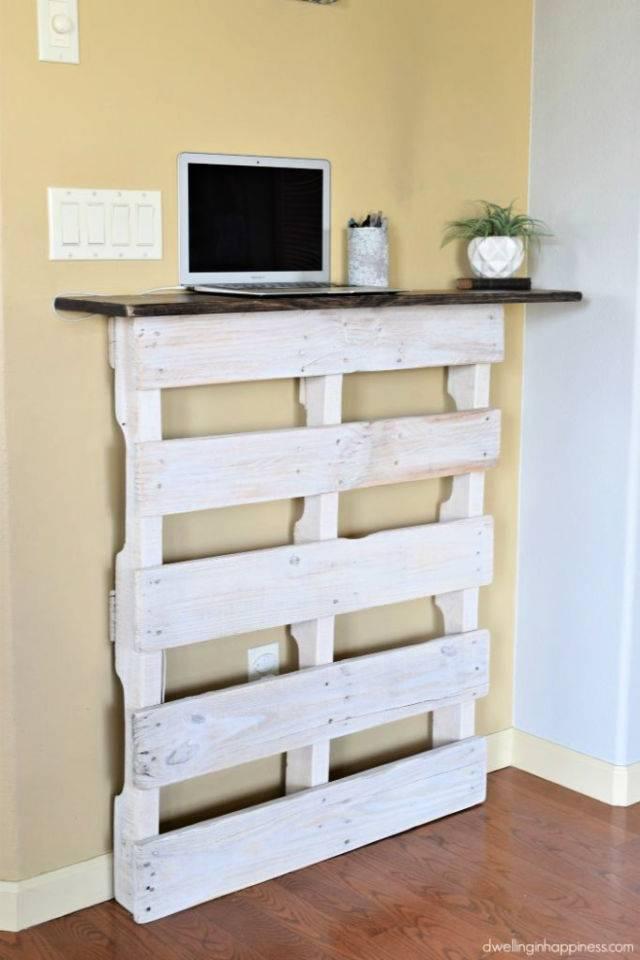 DIY Standing Pallet Desk