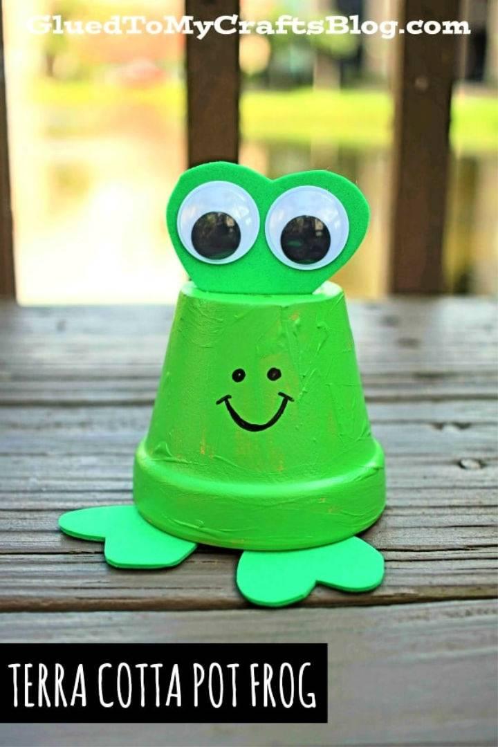 DIY Terra Cotta Pot Frogs