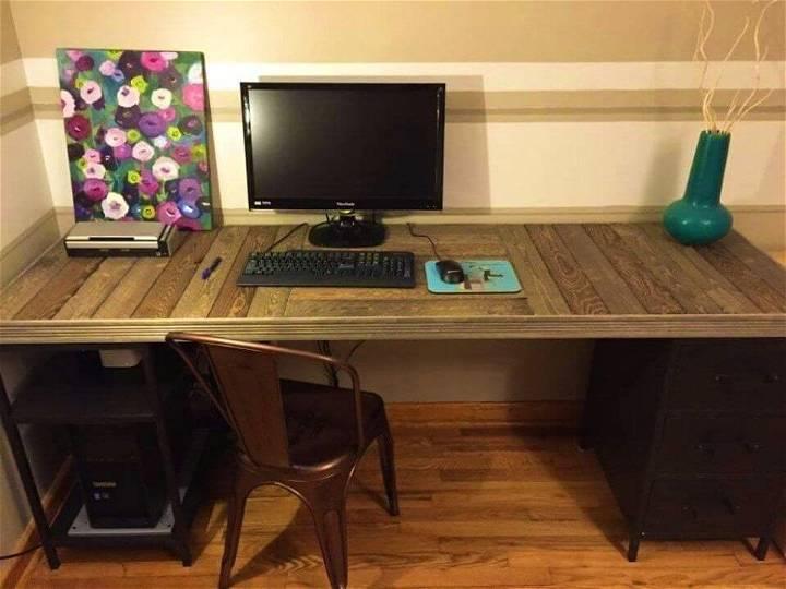DIY Wood Pallet Desk Top
