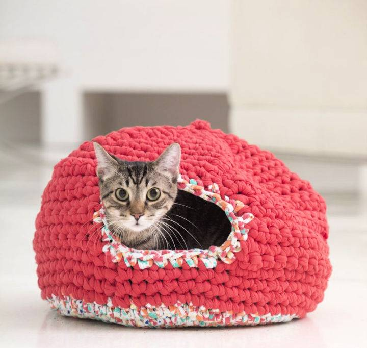 Psy and Thais Crochet Kitty Cozy