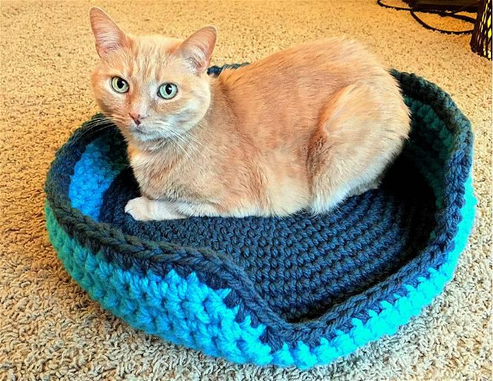 Sturdy Comfy Crochet Cat Bed