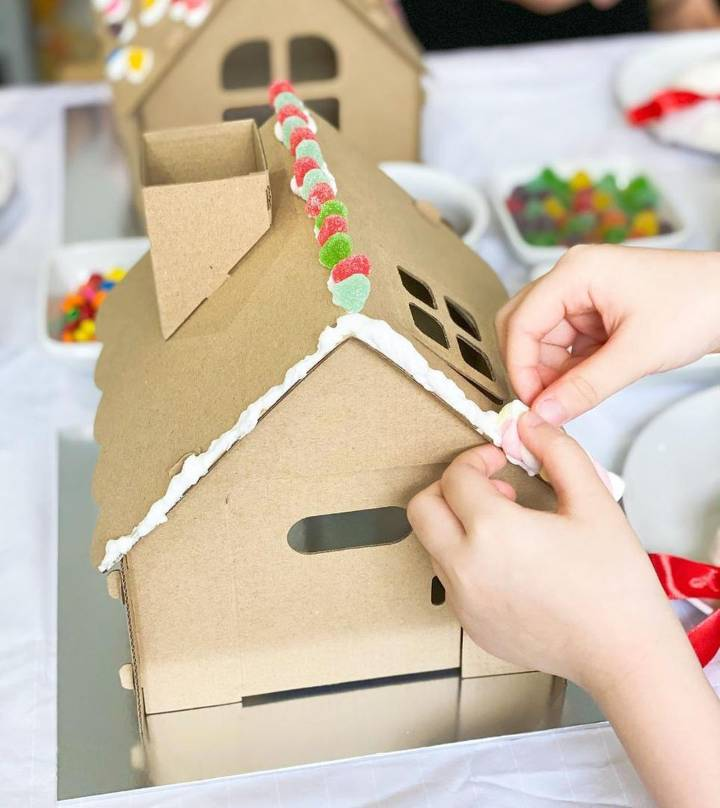 kids playhouse out of cardboard box