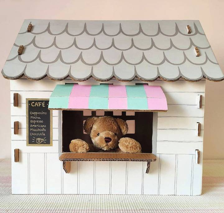 little dollhouse out of cardboard box