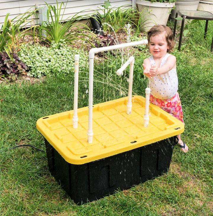 Water Table With Fountains and Sprayers